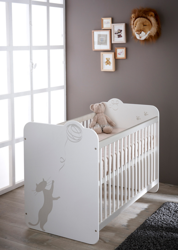 Lit bebe a barreaux kitty blanc for Chambre adulte avec lit bebe
