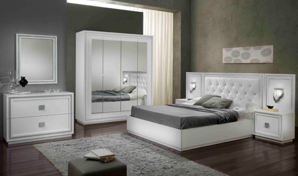dessus du chevet avec lampe krystel laque blanc. Black Bedroom Furniture Sets. Home Design Ideas