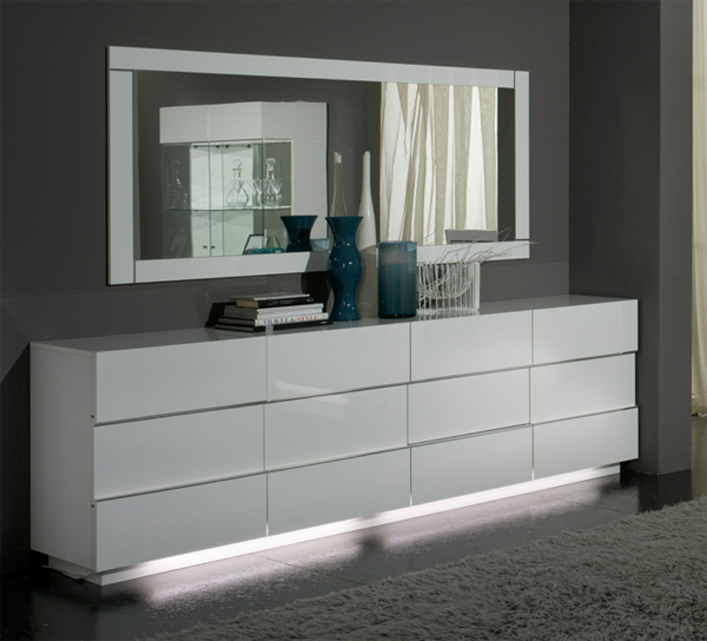 bahut 3 portes 3 tiroirs lux laque blanc blanc. Black Bedroom Furniture Sets. Home Design Ideas